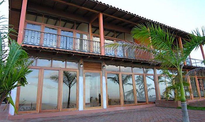 1 Front of Casa Apoyo2