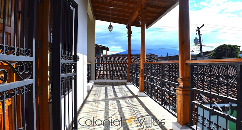 Almendro House